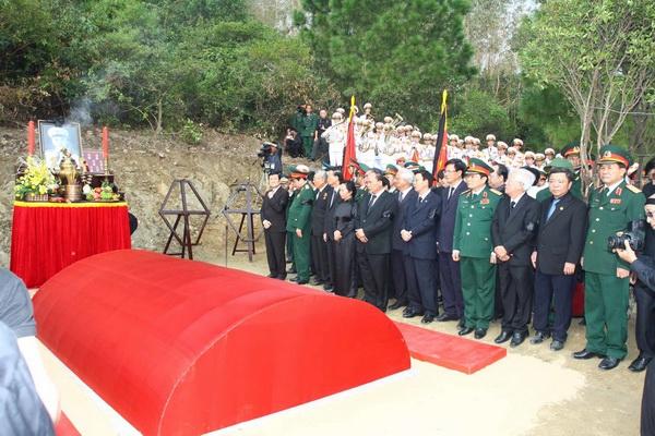 Tour Viếng Mộ Đại Tướng, Động Thiên Đường 2 Ngày 1 đêm